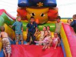 fot. Festyn w Miłochowie - zabawa na dmuchańcach