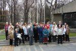 foto: Seniorzy przy wejściu do Panoramy Racławickiej