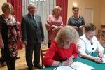 foto: Podpisanie umowy partnerskiej ze stowarzyszeniem JEZIERZYCA z Krzelowa gmina Wińsko