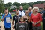 fot.: Organizatorzy Turnieju wraz ze zwycięską drużyną z Wiśniowej