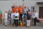 Zwycięska drużyna z Komorowa na podium Turnieju wraz z organizatorami i władzami gminy Świdnica