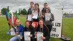 """Na zdjęciu: drużyna ,,siedmiu wspaniałych"""" po lekkoatletycznych igrzyskach w Zgorzelcu"""