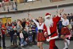 foto: Wejście i przywitanie Mikołaja w hali sportowej w Witoszowie Dolnym