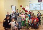 foto: Św. Mikołaj w otoczeniu dzieci z Opoczki