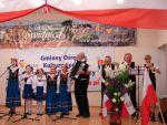 foto:II Przegląd Zespołów Śpiewaczych  Śpiewanie przy fladze - 1 maja Lutomia Górna